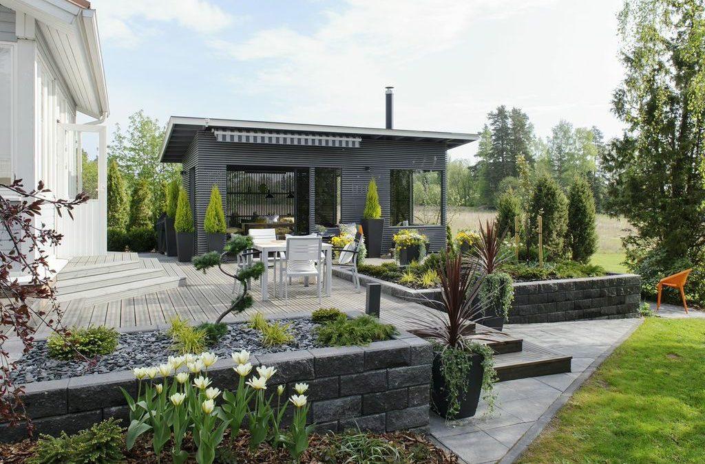 Elämää puutarhassa: Terassialue + pergolakatos
