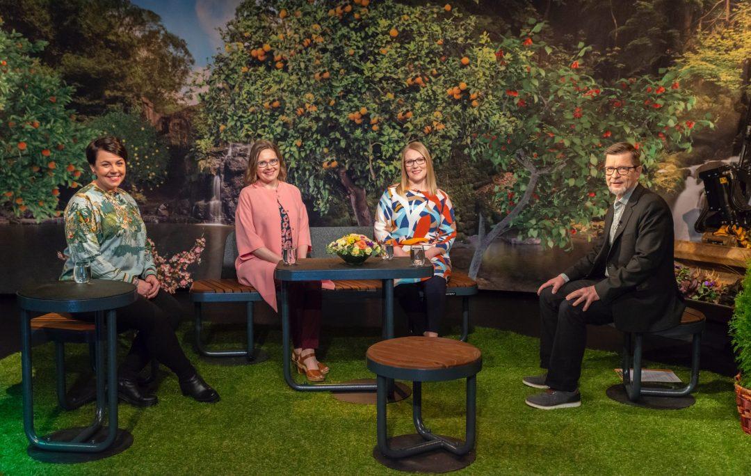 Asiaa pihasuunnittelusta Puutarhasuunnittelija Sari Lampinen ja kollegat - Paratiisi takapihalla Viherstudio 2021